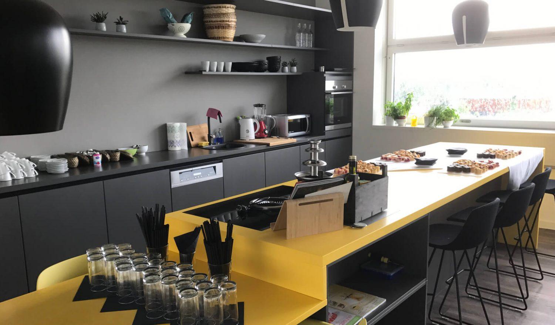 Küche und Essbereich im Office München