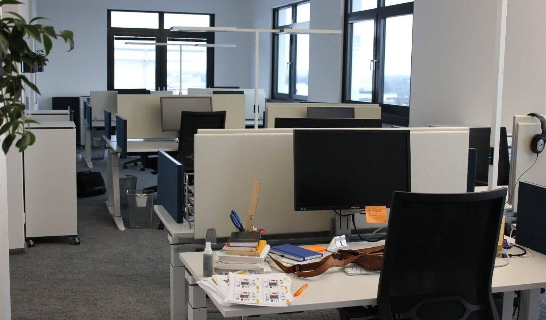 Arbeitsplätze im Großraumbüro