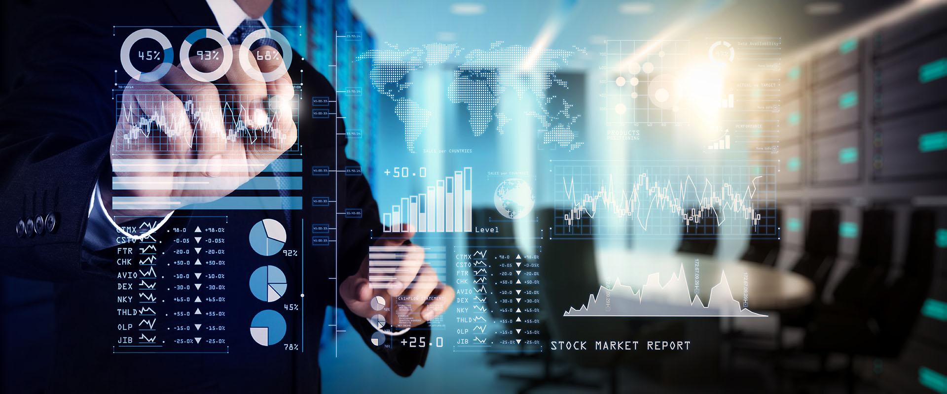 Mensch interagiert mit Finanzdaten